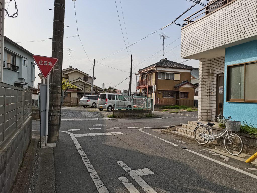 ヒロ整体院への道案内(T字路を右折)